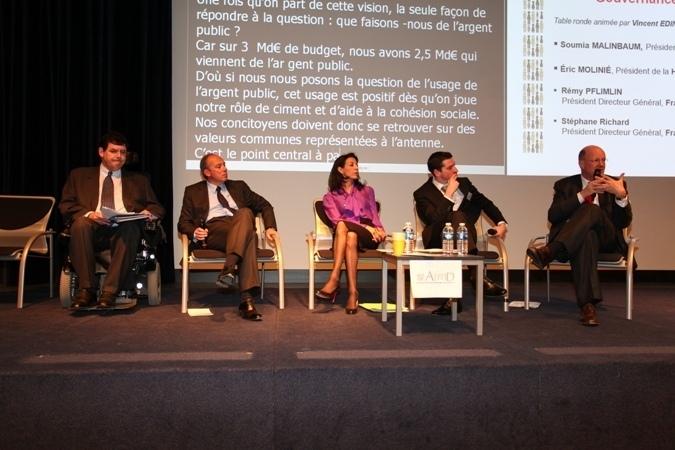 De gauche à droite : Eric Molinié (HALDE), Stéphane Richard (France Télécom), Soumia Malinbaum (présidente de l'AFMD), Vincent Edin (journaliste), Rémy Pflimlin (France Télévisions)