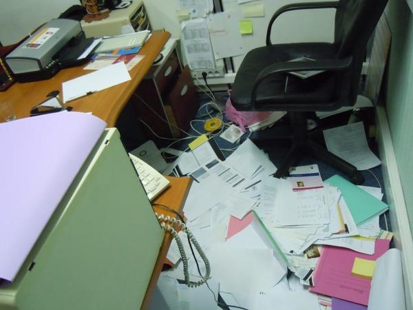 Les dossiers du CBSP éparpillés sur le sol dans les locaux de la rue la Chapelle, le vendredi 11 mars 2011