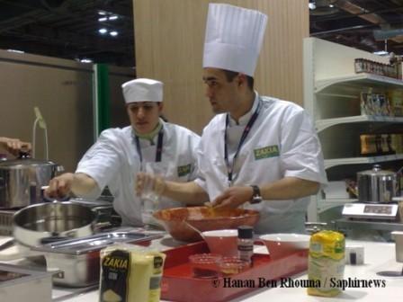 Grâce aux cours de cuisine dispensés aux visiteurs, Zakia Halal a fait une apparition remarquée au 8ème Salon du Halal parisien.