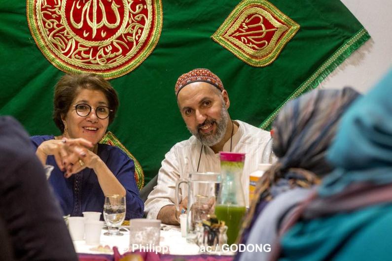 Bariza Khiari est présidente d'honneur du 2e Festival soufi de Paris. Ici, lors de la nuit du Destin, en juin 2018, avec Abdelhafid Benchouk, directeur de la Maison soufie et cofondateur du Festival soufi de Paris. © Philippe Lissac