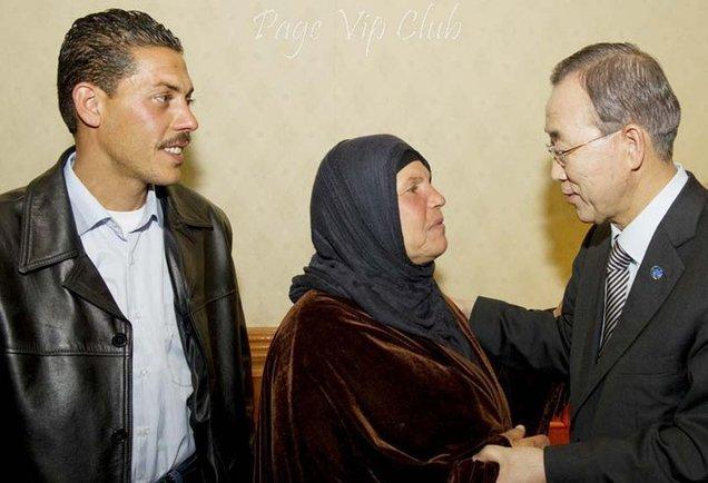 Manoubia, mère de Mohammed Bouazizi, en présence de Ban Ki-moon, Secrétaire général des Nations unies.