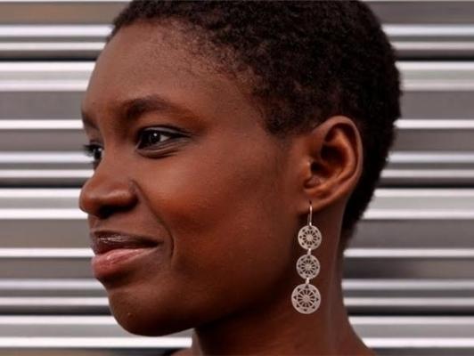 """Rokhaya Diallo : """"Je suis convaincue que le fait d'être Noire annule mon islamité aux yeux de cette société"""""""