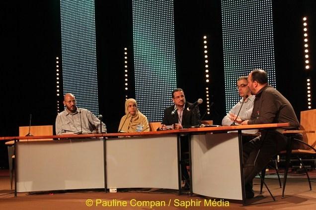 Les représentants des organismes présents lors de la table ronde, de gauche à droite : AVS, ASIDCOM, le modérateur de L'UOIF, la fédération des entrepreneurs mususlmans, Halal Services