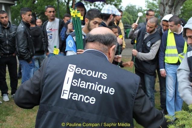 Le Secours islamique de France installe son dispositif pour distribuer duvets et kits alimentaires