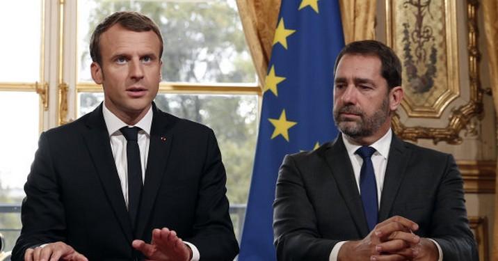 Aux côtés de son Premier ministre et de son ministre de l'Intérieur, le président Emmanuel Macron a reçu le Conseil français du culte musulman (CFCM) lundi 7 janvier à l'Elysée pour parler du projet de révision de la loi de 1905. © AFP
