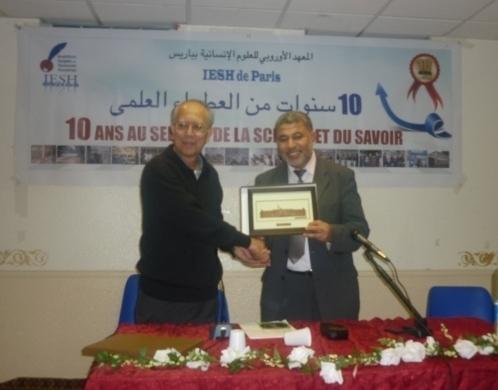 Le directeur de l'IESH Ahmed Jaballah (à dr.) en compagnie du président de l'université islamique de Malaisie (IIUM), lors de la signature de l'accord-cadre de coopération scientifique, en novembre 2010.