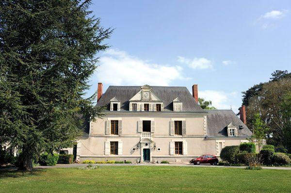 Le chateau de la Roche-Tinard, localisé à 12 km d'Angers, devrait accueillir ses premiers clients dès le mois de juin.