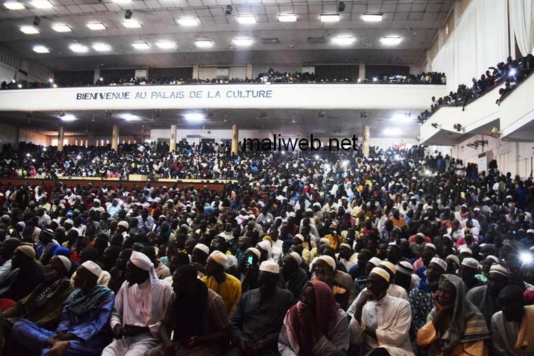 A Bamako, des milliers de personnes ont répondu à l'appel à rassemblement d'un collectif d'associations musulmanes qui appellent à l'application de la peine au mort au Mali. © Maliweb