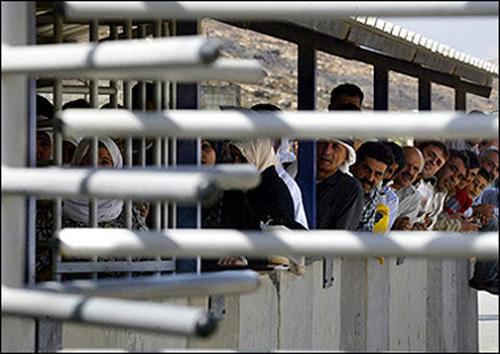 Des palestiniens au poste de frontière de Bethléem