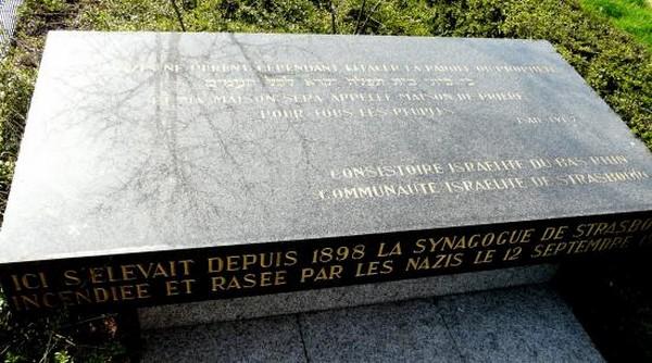 Stèle d'une ancienne synagogue vandalisée : la Grande Mosquée de Strasbourg condamne l'acte antisémite