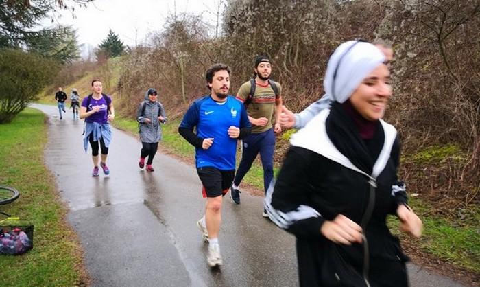 Plusieurs « courses pour la dignité » sont organisées en France en réponse à l'affaire du hijab de Decathlon. Ici, au parc interdépartemental des sports Choisy-Créteil, en région parisienne, mercredi 6 mars.
