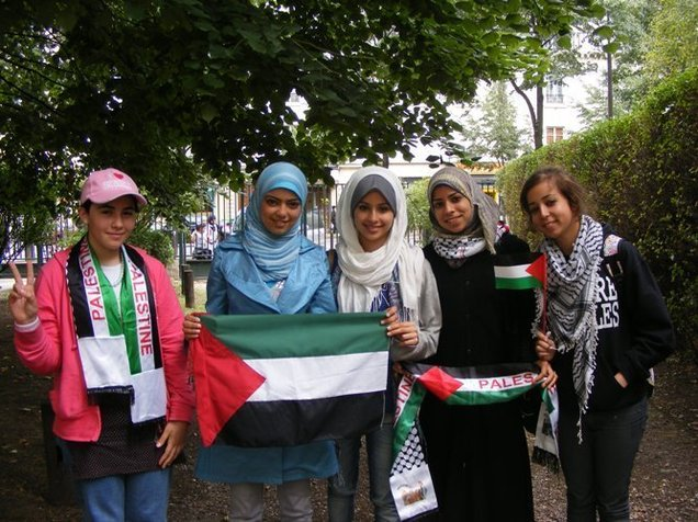 De gauche à droite : Nour, Eman, Lara, Maram et Rana