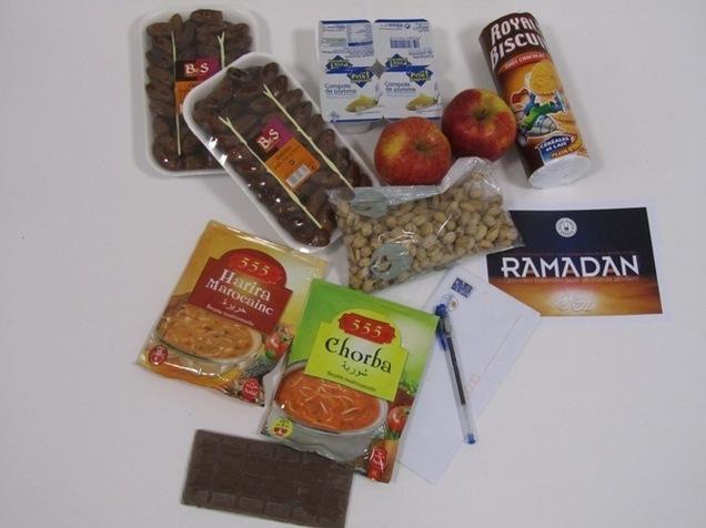 Le contenu du colis du Ramadan en 2010.