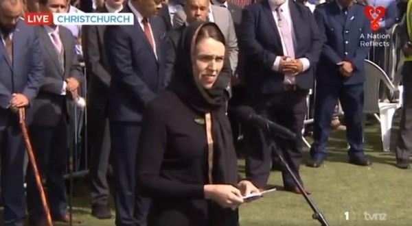 En hommage aux victimes de Christchurch, Jacinda Ardern cite un hadith du Prophète Muhammad (vidéo)