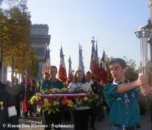 Cinq mois après le début de l'opération en mai, la Flamme de l'Espoir Citoyen a achevé sa course à Paris sous l'Arc de Triomphe.