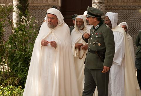 Un beau rôle de composition pour Michael Lonsdale, qui joue Kaddour Ben Ghabrit, le recteur de la Grande Mosquée de Paris, durant l'Occupation, dans « Les Hommes libres », d'Ismaël Ferroukhi.