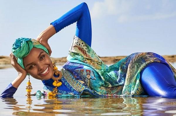 Le magazine américain Sports Illustrated a fait le buzz en mettant en Une de sa couverture la mannequin Halima Aden, habillée en burkini, dans le cadre de son numéro spécial maillots de bain. © Sports Illustrated
