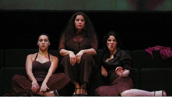 De gauche à droite les comédiennes : Morgiane El Boubsi, Jamila Drissi et Hoonaz Ghojallu.