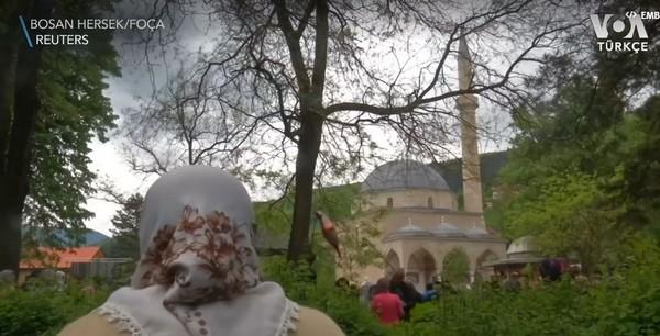 La mosquée historique d'Alaca, détruite pendant la guerre de Bosnie, inaugurée