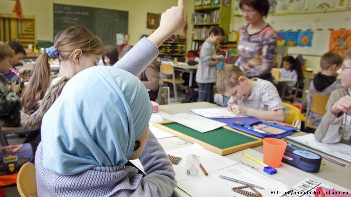Autriche : le voile banni des écoles primaires, la kippa préservée