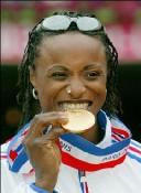 Championne du monde de l'heptathlon (1999); du saut en longueur (2003)