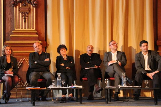De gauche à droite : Catherine Wihtol de Wenden (directrice de recherche au CNRS), Yvan Gastaud (chercheur à l'Unité de Recherche Migration Société), Claudine Attias-Donfut, Omar Samaoli, Jamel Oubechou (président de l'Institut des Cultures d'Islam), Atmane Aggoun.