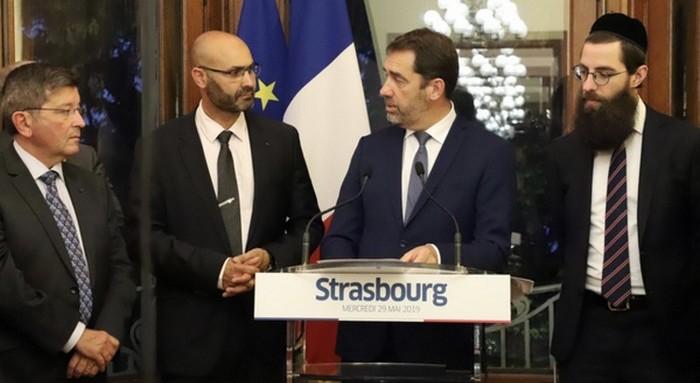 Le ministre de l'Intérieur Christophe Castaner s'est rendu, mercredi 29 mai, à l'iftar organisé à Strasbourg par le CRCM Alsace, présidé par Abdelhaq Nabaoui (à droite du ministre). © Ministère de l'Intérieur