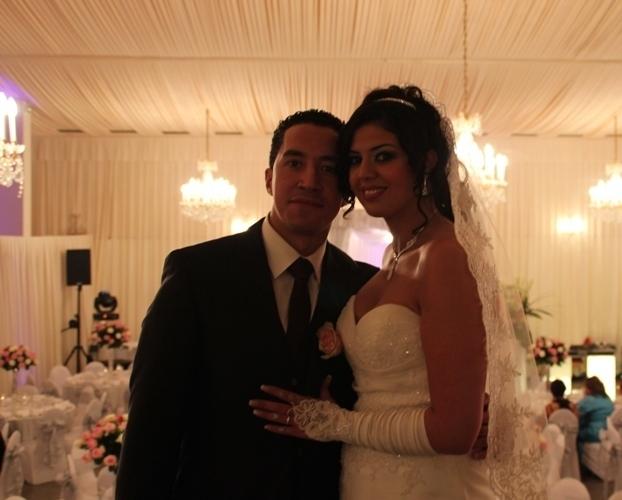 Aïcha et Nordine tout sourire pour leur mariage.