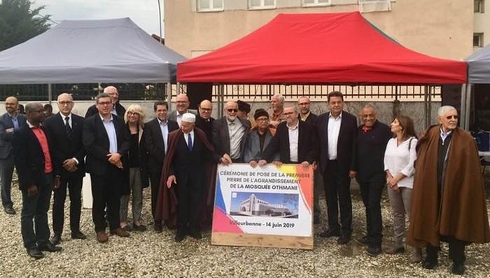 Dans le cadre du projet d'agrandissement de la mosquée Othmane de Villeurbanne, une cérémonie de pose de la première pierre de a été organisée vendredi 14 juin.