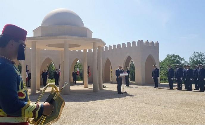 A l'ossuaire de Douaumont, une cérémonie d'hommage aux soldats musulmans morts pour la France a été organisée mardi 25 juin par l'aumônerie musulmane aux armées. Cette cérémonie a vu la présence de la Fondation de l'islam de France, dirigée par Ghalab Bencheikh (à l'image). © FIF