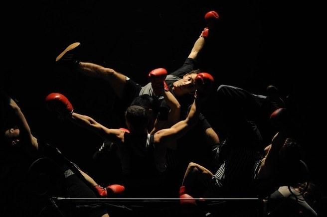 """Extrait du spectacle """"Boxe Boxe"""" de Mourad Merzouki."""