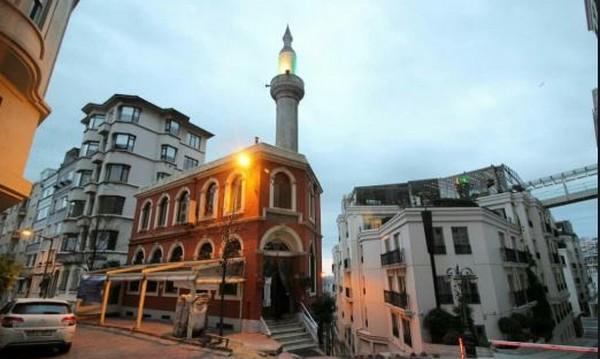 Turquie : une mosquée d'Istanbul offre refuge, nourriture et espoir aux sans-abris