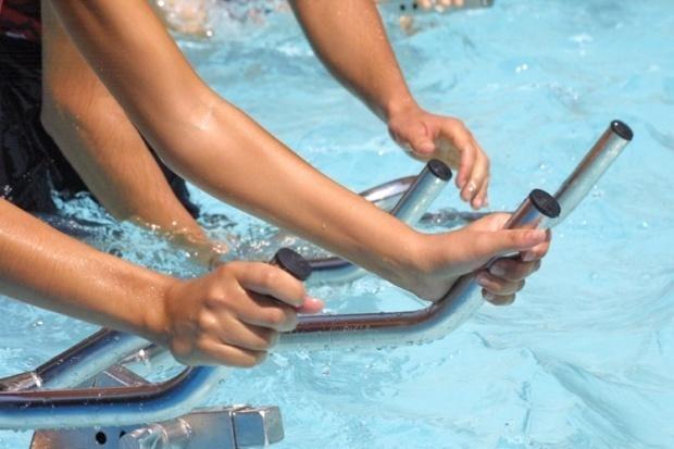 Aquabiking, aquagym, natation, gymnastique, danse, sports collectifs... Autant de pratiques sportives que nombre de musulmanes souhaiteraient pratiquer dans des créneaux horaires spécifiques. Mais la loi le permet-elle ?