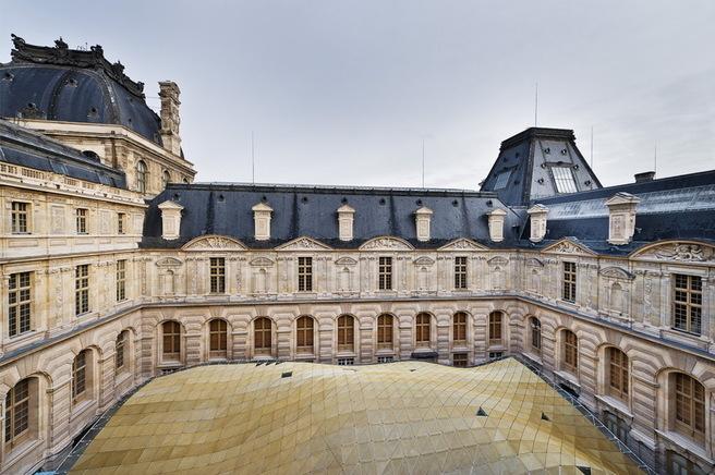 Le département des Arts de l'islam verra le jour en septembre 2012 au Louvre. Ici, la couverture en verre de la cour Visconti. © Photo 2011 Musée du Louvre / Olivier Ouadah