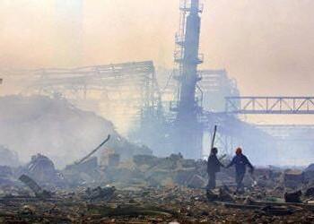 L'Usine AZF peu de temps après l'explosion.