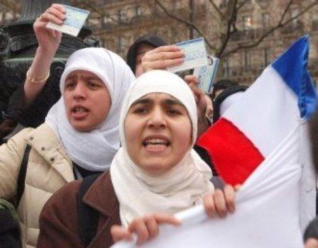 Les musulmans au diapason contre la loi « anti-nounous voilées »