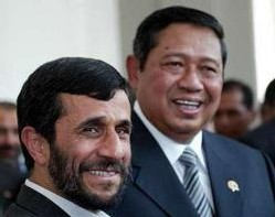 Mahmoud Ahmadinejad et Susilo Bambang Yudhoyono.