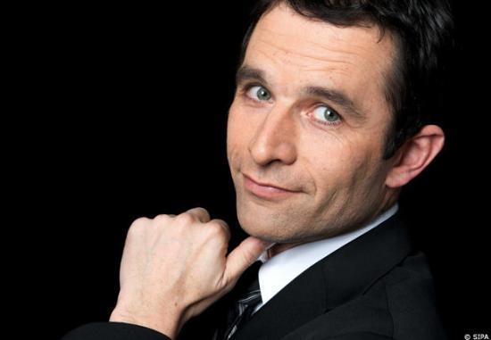 Benoit Hamon, porte-parile du PS, se positionne contre la loi, rebaptisée « anti-nounous voilées ».