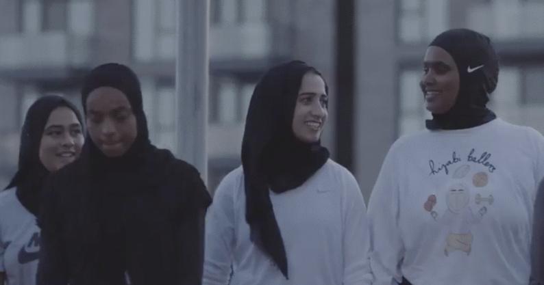 Nike s'associe aux Raptors de Toronto pour un hijab avec les couleurs de l'équipe