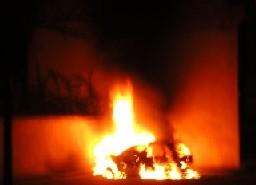 Voiture en flammes à Starsbourg