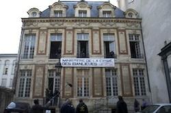 L'hôtel particulier du 26 rue Geoffroy-Lasnier, a abrité pendant trois jours le ministère de la crise de la banlieue. © collectif ACLEFEU