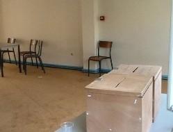 La salle de vote désertée par les fidèles