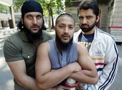 Les véritables Shafiq, Ruhel et Asif, témoigent dans le film