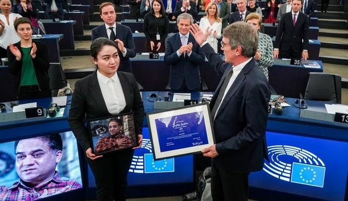 Le prix Sakharov a été remis à Jewher Ilham au nom de son père, le dissident ouïghour Ilham Tohti. © Parlement européen