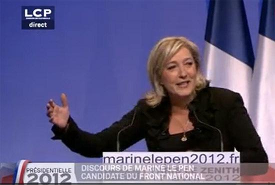 Le 17 avril, à J - 5 du premier tour de l'élection présidentielle 2012, Marine Le Pen galvanise ses troupes au Zénith, à Paris, devant 6 000 personnes. Elle est créditée de 16 % d'intentions de vote.