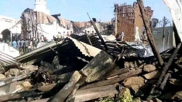 Quatre mosquées ont été la cible d'incendies criminels dans la ville de Mota, en Ethiopie. A l'image ici, les restes de l'une d'entre les lieux de culte attaquées. © N. Yusuf / Facebook