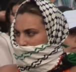 Une militante dans la foule, le 19/07/06, Paris