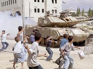 Seigneur! 100 terroristes attaquent Israël !!