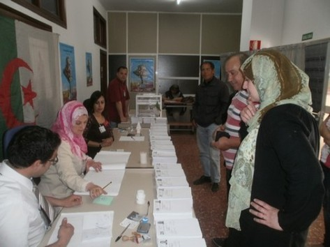 Les élections législatives en Algérie de mai 2012 n'ont pas passionné les foules. L'abstention devrait sans surprise sortir vainqueur de ce scrutin.