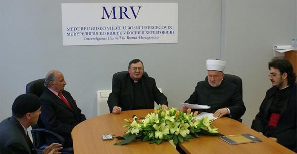 Le Conseil interreligieux de Bosnie condamne les attaques contre une mosquée et une église